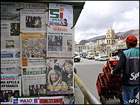 Una venta de periódicos en una calle de La Paz