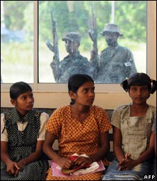 Girls and soldiers in Kilinochchi, file image