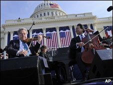 Itzhak Perlman, left, and Yo-Yo Ma at US President Barack Obama's inauguration ceremony on 20 January, 2009