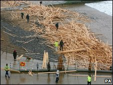 Timber being removed from Ramsgate beach