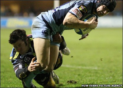 Leigh Halfpenny shows his finishing qualities with the Blues' third try in the Heineken Cup against Calvisano