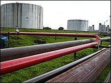 Oil facility in Peru (file)
