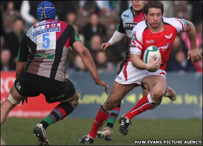 Scarlets wing Darren Daniel surges past Quins' second-row George Robson