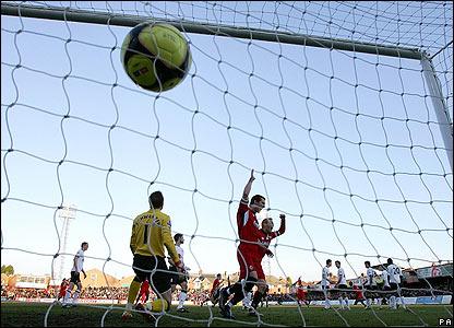 Kettering equalise through Craig Westcarr's free-kick