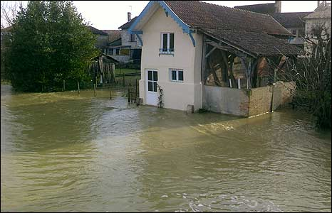 Flooding from the River Dropt near Bergerac, France (image: David Hodge)