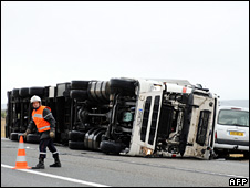 Overturned lorry in Narbonne (24 January 2009)