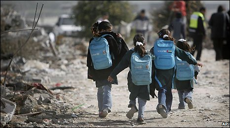 Chilren return from school in Jabaliya, Gaza Strip - 25/1/2009