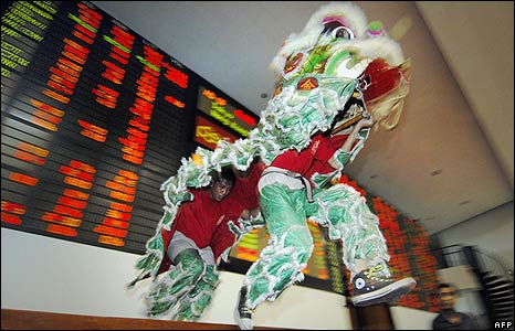 Lion dancers at the Philippine Stock Exchange in Manila on 26/1/09
