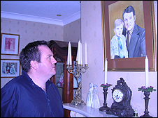 Gregory Kerr with picture of his father