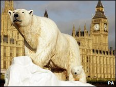 Sculpture of a polar bear and her cub floating down the Thames