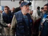 لوي ميشيل أثناء زيارته لقطاع غزة