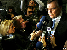 Geir Haarde speaks to reporters after his government's resignation (26 January 2009)