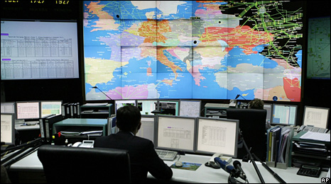 An employee of Russian energy giant Gazprom sits in its main control room in Moscow (13 January 2009)