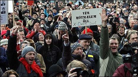 Protesters in Rekyavik, Iceland (24/01/2009)
