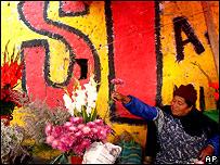 Vendedora de flores en Bolivia