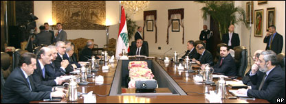القادة اللبنانيون قبل انطلاق أشغال الجلسة الرابعة للحوار الوطني