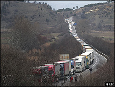 Lorries waiting at Bulgarian border town of Kulata, 24 Jan 09