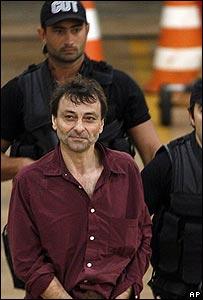 Césare Battisti al momento de ser detenido en Brasil en 2007