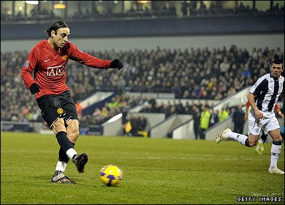 Dimitar Berbatov slots United ahead