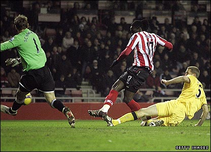 Kenwyne Jones scores the opener for Sunderland