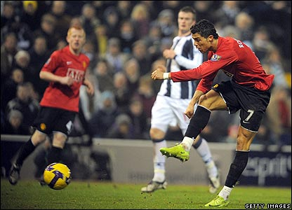 Cristiano Ronaldo scores the fifth for United