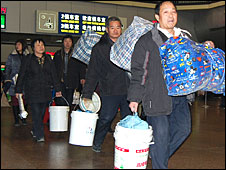 Migrant workers leave Beijing for home