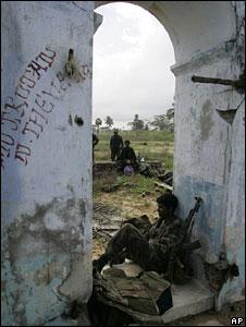 Sri Lankan soldiers in Mulaitivu