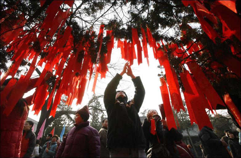 """A """"wishing tree"""" in beijing"""