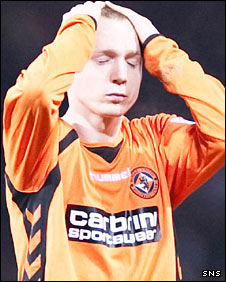 Willo Flood hangs his head after a vital miss