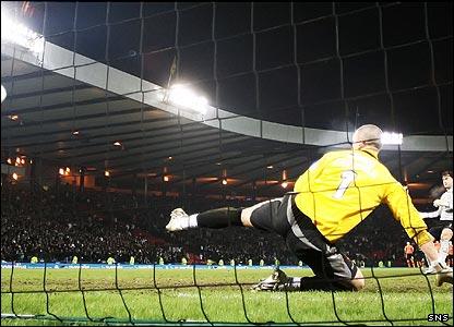 Artur Boruc scores with his penalty kick