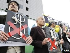 Anti-death penalty protesters outside Japanese Diet, 6 November 2008