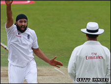 England's Monty Panesar appeals for lbw
