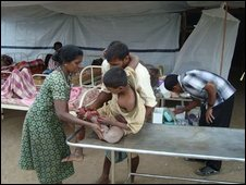 Injured cuvilians in northern Sri Lanka