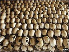 Skulls of victims of Rwanda genocide (27/02/2004)