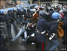 Police clash with illegal immigrants protesting in Massa, Tuscany, 26 January 2009