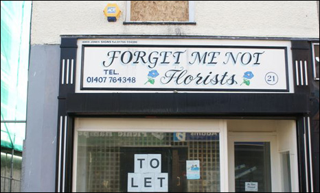 Shop in Holyhead with To Let sign
