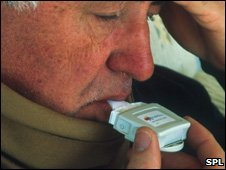 Man using relenza inhaler