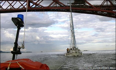 South Queensferry crew towing a yacht