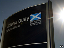 Scottish Government sign in English and Gaelic