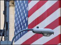 Bandera en una calle de EE.UU.