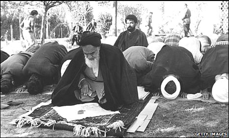Ayatollah Khomeini with his followers in his French residence (photo: 8/11/1978)