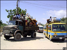 Families flee from fighting in Mogadishu, 21 January 2009