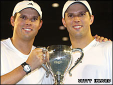 Bob and Mike Bryan with the Australian Open title