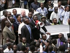 Morgan Tsvangirai (centre) addresses crowd outside party offices (photo 30 January)