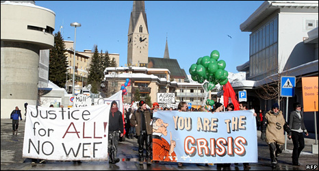 People protest against the World Economic Forum in the streets of Davos (31 January 2009) 