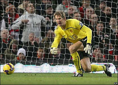 Man Utd goalkeeper Edwin van der Sar breaks Steve Death's record