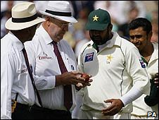 Umpire Darrell Hair shows the ball to Pakistan's Inzamam-ul-Haq