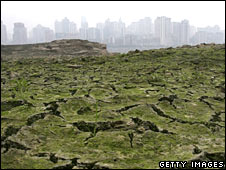 Yangtze River dried up in Chongqing
