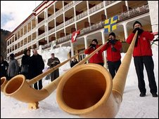 Alpenhorn blowers at the Schatzalp Hotel's farewell buffet