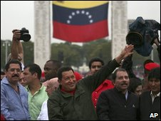 Hugo Chavez (centre) joined by leaders from   Honduras, Ecuador, Nicaragu and Bolivia among others